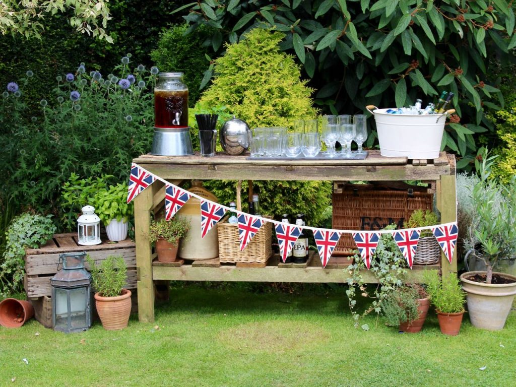 How to Style an Al Fresco Bar